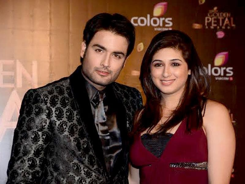 Vivian Dsena, known for his role as RK in Madhubala, arrives with Vahbiz Dorabjee at Colors Golden Petal Awards 2013.