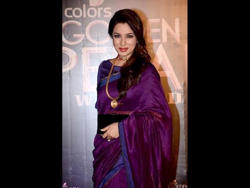 Tisca Chopra poses for shutterbugs at Colors Golden Petal Awards 2013.