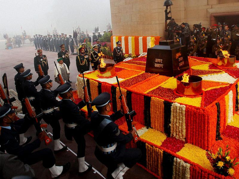 Defence minister AK Antony at Amar Jawan Jyoti to mark the 'Vijay Divas' in New Delhi. (PTI)