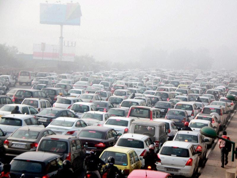 Vehicles stuck in a traffic jam blanketed by a thick fog at Delhi-Gurgaon national highway in Gurgaon. (PTI)