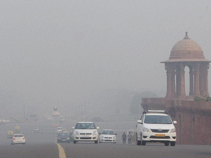 Vehicles plying at Rajpath during a foggy day in New Delhi. (PTI)