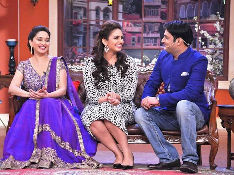 With his quick wit and humour, Kapil wows the two ladies.