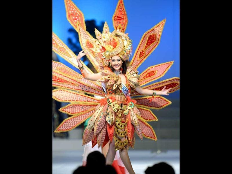 Wearing a national themed costume, Marisa Sartika Maladewi of Indonesia appears on stage during the 53trd Miss International Beauty Pageant in Tokyo. (AFP Photo)