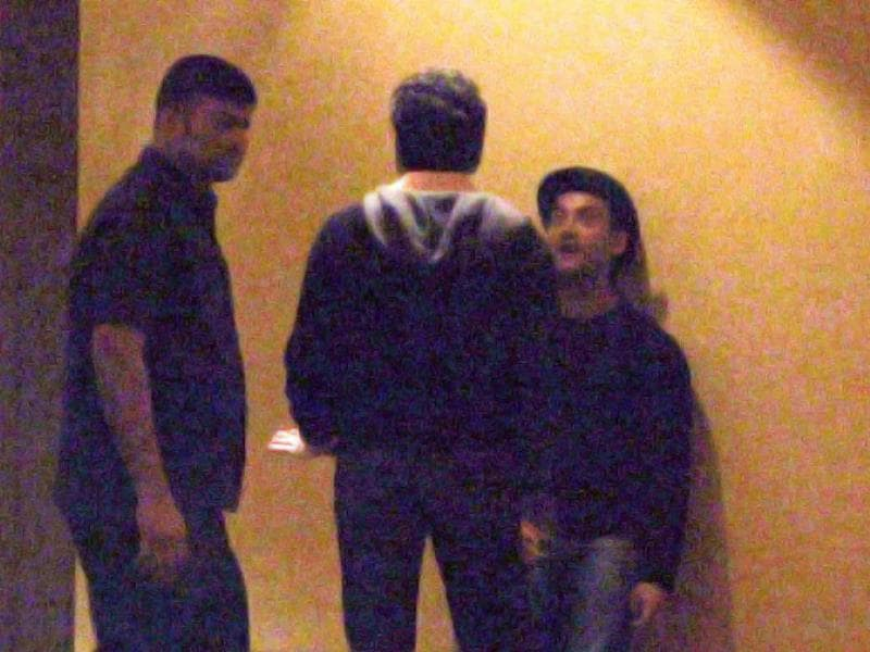 Post the show, Aamir and Abhishek Bachchan were seen chatting outisde the venue for a while.