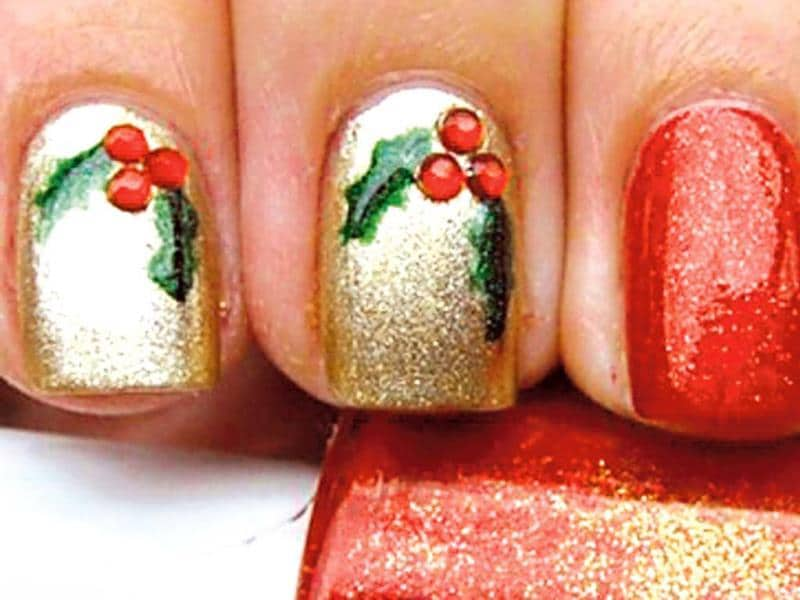 Do it yourself christmas nail art lifestyle photos hindustan times deck the nails with hollyget festive green with holly designyou will need nail paints red green golden red nail art stonesa thin solutioingenieria Image collections