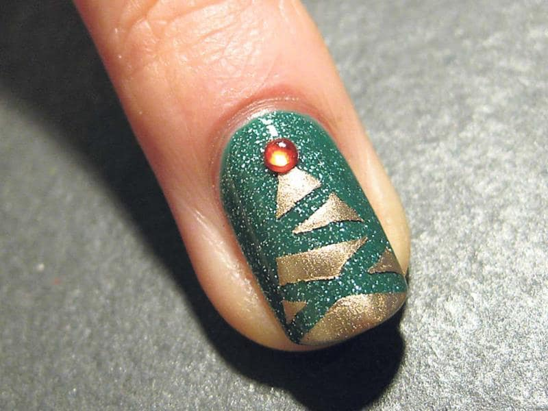 Do it yourself christmas nail art lifestyle photos hindustan times pick your own christmas tree get the good old christmas tree on your nails this solutioingenieria Image collections