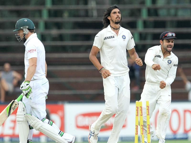 Ishant Sharma (C) celebrates with teammate Virat Kohli (R) for bowling South Africa's AB de Villiers (L) for 103 during the final day of the first Test at Wanderers Stadium in Johannesburg. (AP Photo)