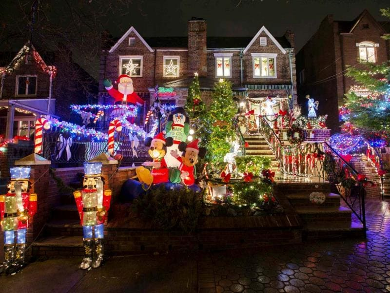 A house in the Dyker Heights neighborhood of Brooklyn is seen lit up with Christmas decorations in New York. (Reuters Photo)
