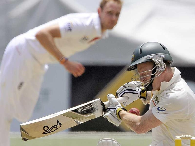 Australia's Chris Rogers (R) is struck on the head off the bowling of England's Stuart Broad (L) during the fourth Ashes Test at the Melbourne Cricket Ground in Melbourne, Australia. (AP Photo)