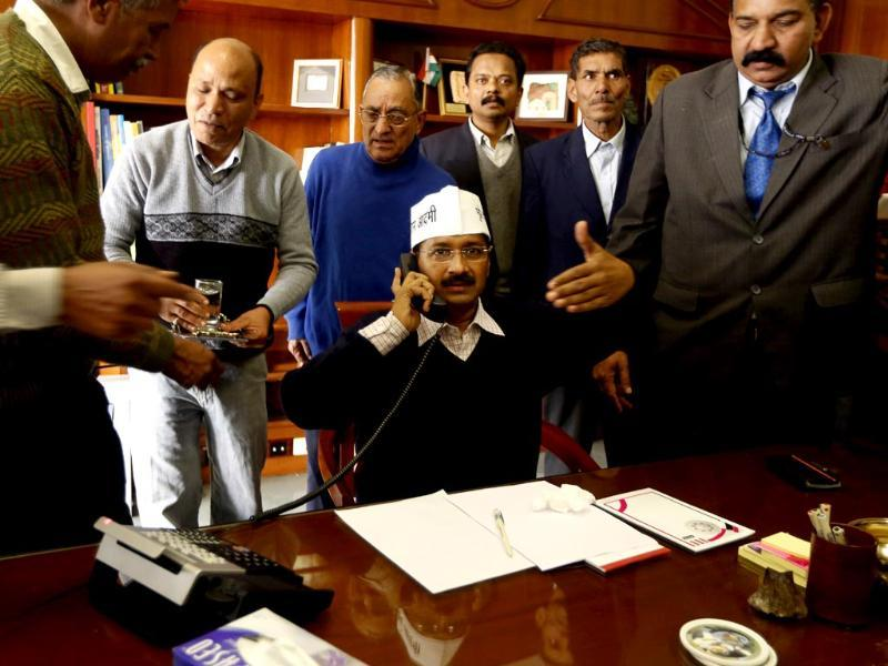 Aam Aadmi Party chief Arvind Kejriwal assumes the office of the chief minister of Delhi in New Delhi. (AP photo)