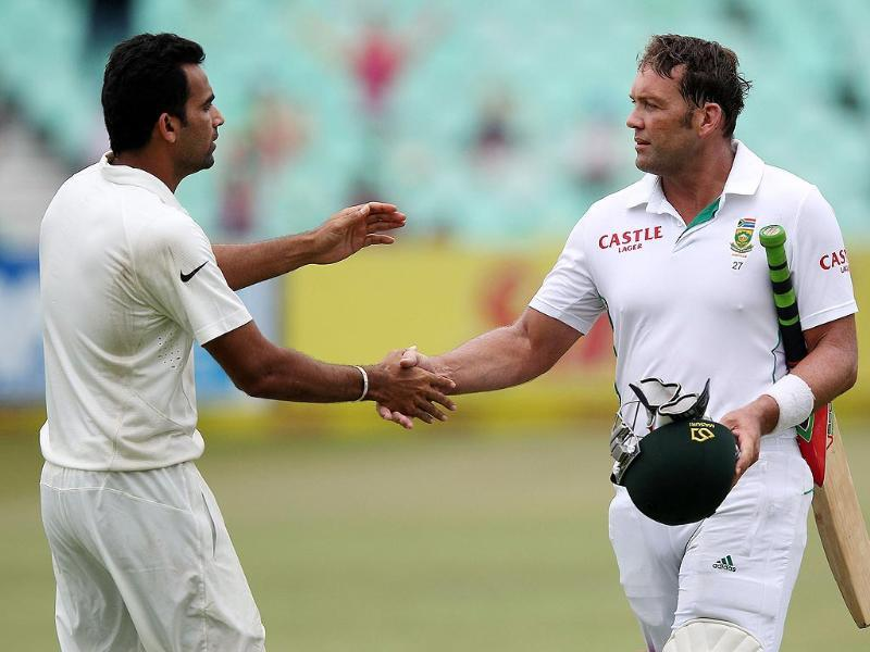 Indian bowler Zaheer Khan shakes hands with South Africa's Jacques Kallis on Day 4 of the second and final cricket Test match between India and South Africa in Durban. (AFP)