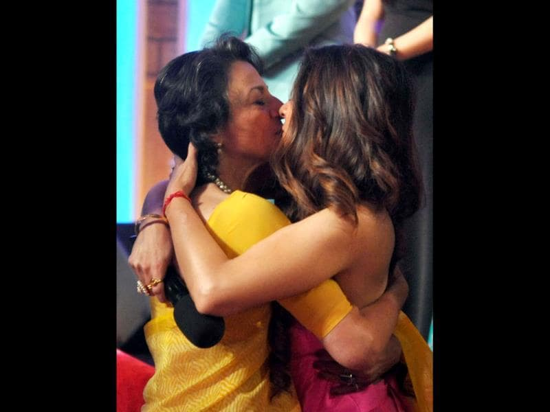 An emotional Tanisha hugs her mother Tanuja.