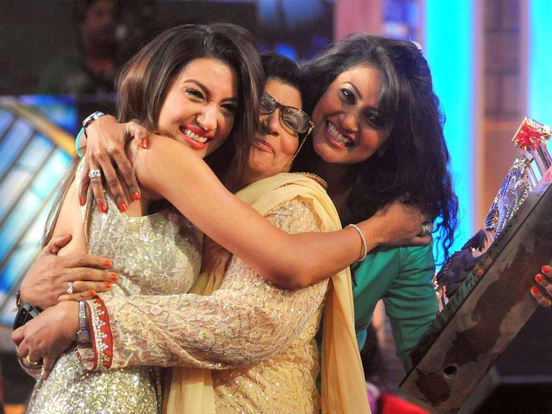 Gauhar Khan with sister Nigar Khan and mom after winning Bigg Boss 7.