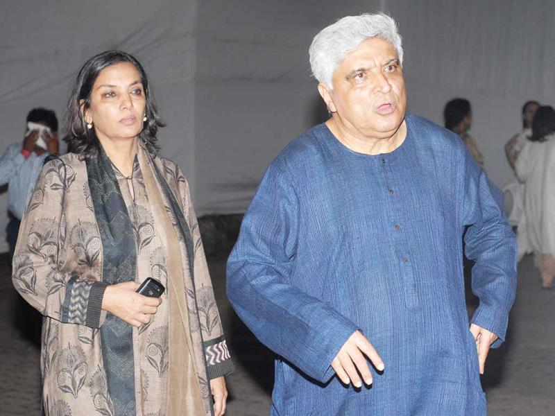Javed Akhtar and Shabana Azmi at Farooq Sheikh funeral in Mumbai on 30th dec 2013. (Photo by Prodip Guha) A tearful Bollywood paid their respect to the late actor. Browse through.