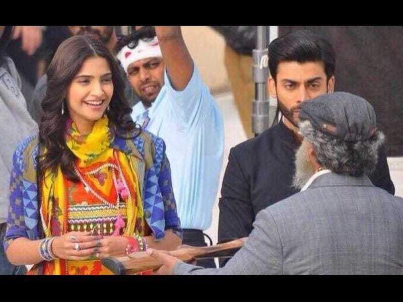 Sonam Kapoor was spotted shooting for the remake of Khoobsurat the other day. Check out the pics.