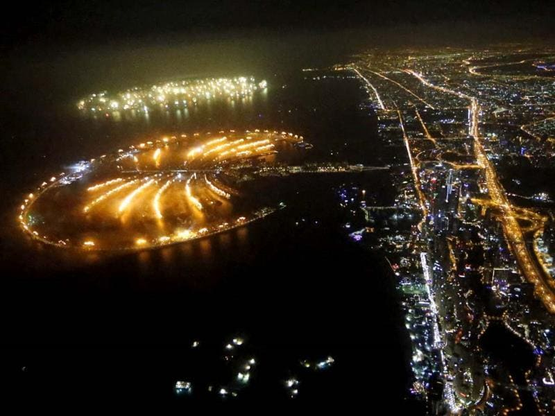 Dubai kicked off New Year with a dazzling bid for a new world record to cap those the Gulf city state already holds for its mammoth property developments. (AFP Photo)