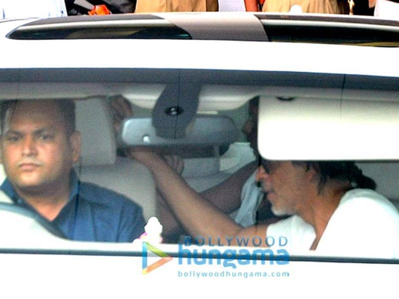 SRK gets into his car.