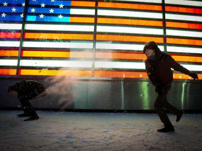 People have a snowball fight in Times Square in New York. The governors of New York and New Jersey declared a state of emergency as a major storm, called Hercules, hit the northeastern US. (Reuters photo)