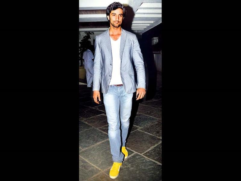 Kunal Kapoor spotted outside Sonali Bendre's house, where the actor threw a party