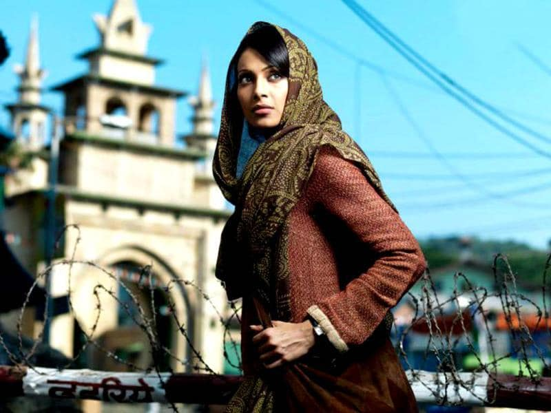 Rahul Dholakia's Lamhaa (2010) showed Bipasha Basu sans make-up. Interestingly,. the actress pulled of the role effortlessly.