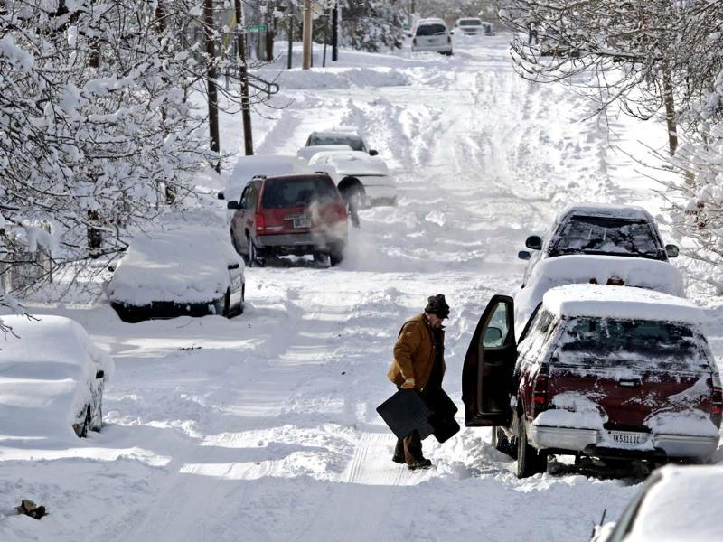 A man clears snow from his car in Indianapolis, Indiana. A blast of Arctic air gripped the vast middle of the United States, bringing the coldest temperatures felt in two decades, causing at least four deaths, forcing businesses and schools to close and canceling thousands of flights. (Reuters)