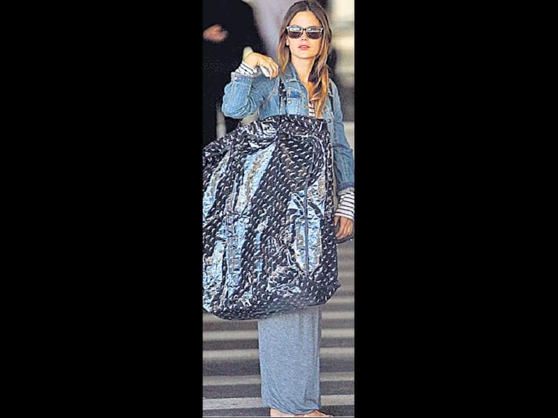 Rachel Bilson's bag has to be the largest handbag in the world!