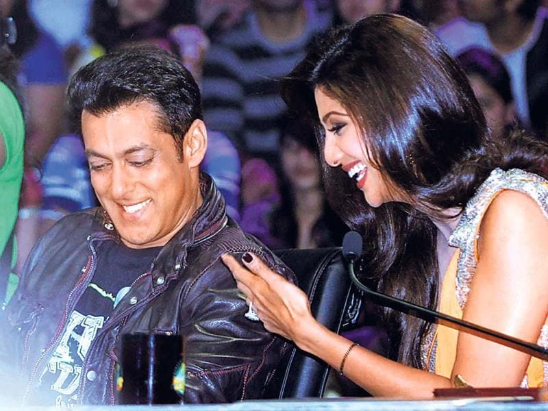 Salman was also seen interacting with judge and one-time co-star Shilpa Shetty.
