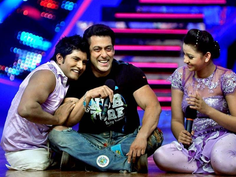 Salman Khan with the participants, on the sets of Nach Baliye 6 to promote Jai Ho. (PTI Photo)
