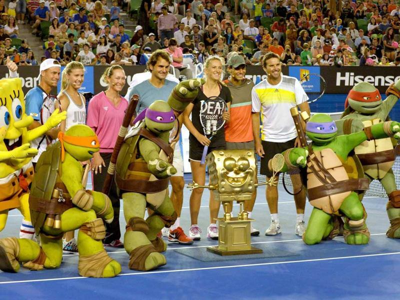 Tennis players (L-R) Lleyton Hewitt of Australia, Eugenie Bouchard of Canada, Samantha Stosur of Australia, Roger Federer of Switzerland, Victoria Azarenka of Belarus, Rafael Nadal of Spain and Pat Rafter of Australia pose for a picture with cartoon character Spounge Bob and the Teenage Mutant Ninja Turtles at the conclusion of the Kids Day exhibition match. (AFP Photo)