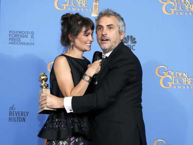 Director Alfonso Cuaron and writer Sheherazade Goldsmith pose with his best Director Motion Picture award for the film Gravity. (Reuters Photo)