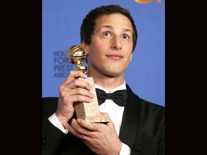 Andy Samberg poses backstage with his award for Best Actor in a TV Series, Musical or Comedy for his role in Brooklyn Nine-Nine at the 71st annual Golden Globe Awards in Beverly Hills, California January 12, 2014. (Reuters Photo)