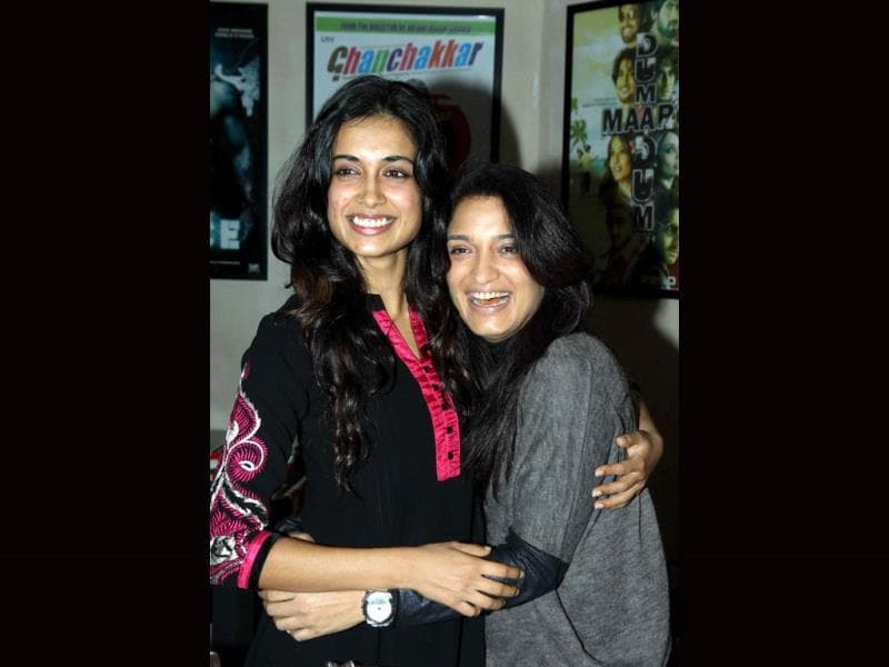 Sarah Jane Dias and Sandhya Mridul strike a pose.