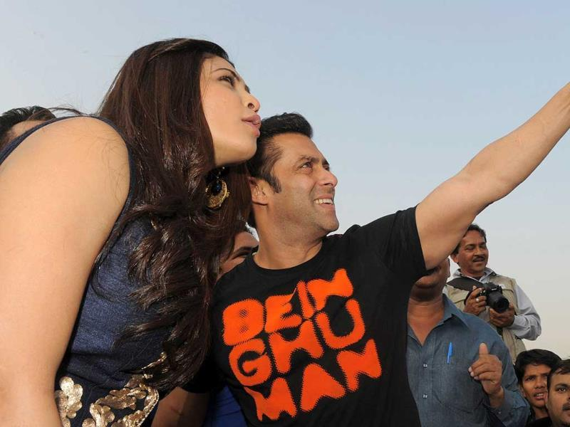 Actors Daisy Shah and Salman Khan interact with reporters during a promotional event for Jai Ho. (AFP Photo)