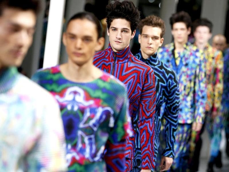 Models present creations for Issey Miyake during the Fall/Winter 2014/2015 men's fashion show in Paris. (AFP photo)