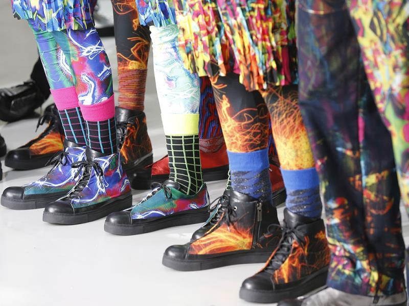 Models present shoes by Japanese fashion designer Yusuke Takahashi for Issey Miyake's men's fall-winter 2014-2015 fashion collection presented in Paris. (AP photo)