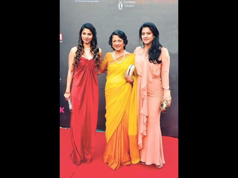Tanuja spotted with her daughters Kajol and Tanisha.