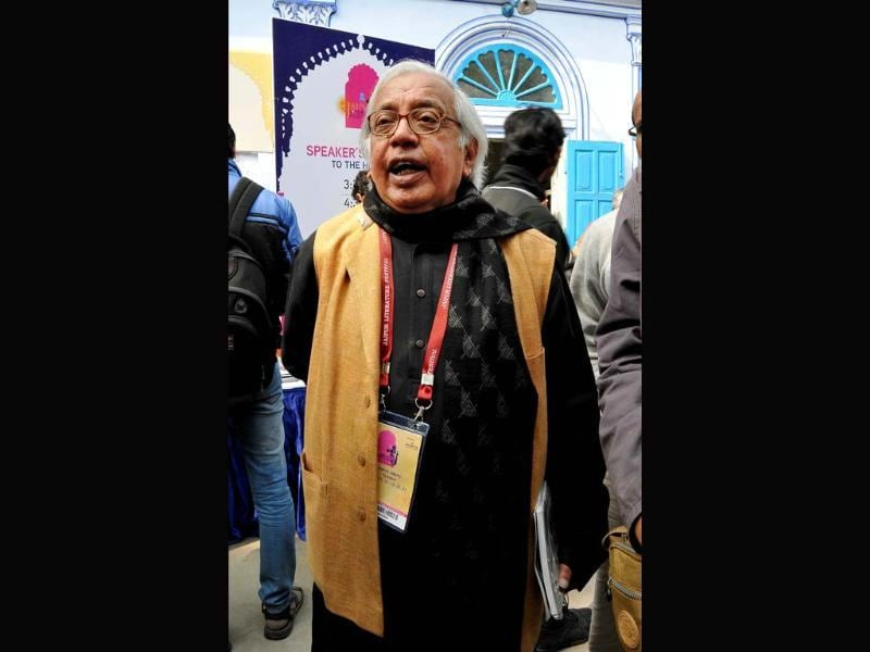 There is as much action happening off the dais as on it at the Jaipur Literature Festival. Writer Ashok Vajpayee meets delegates at JLF.
