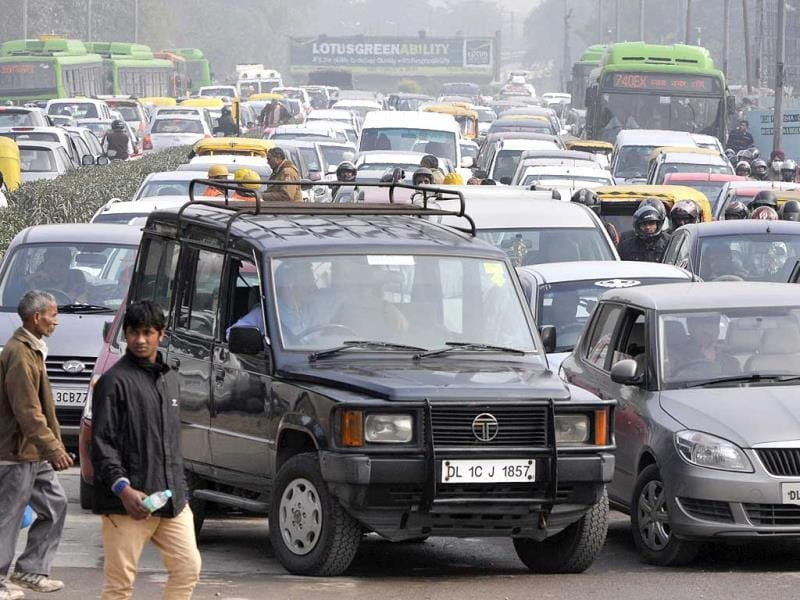 Traffic Congestion during the Republic Day Rehearsals at Laxmi Nagar Crossing, in New Delhi on Thursday.(Photo by Sushil Kumar/Hindustan Times)