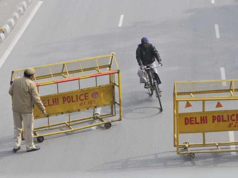 Many roads were closed and traffic was detoured during the Republic Day Rehearsals at ITO, in New Delhi on Thursday.(Photo by Sushil Kumar/Hindustan Times)