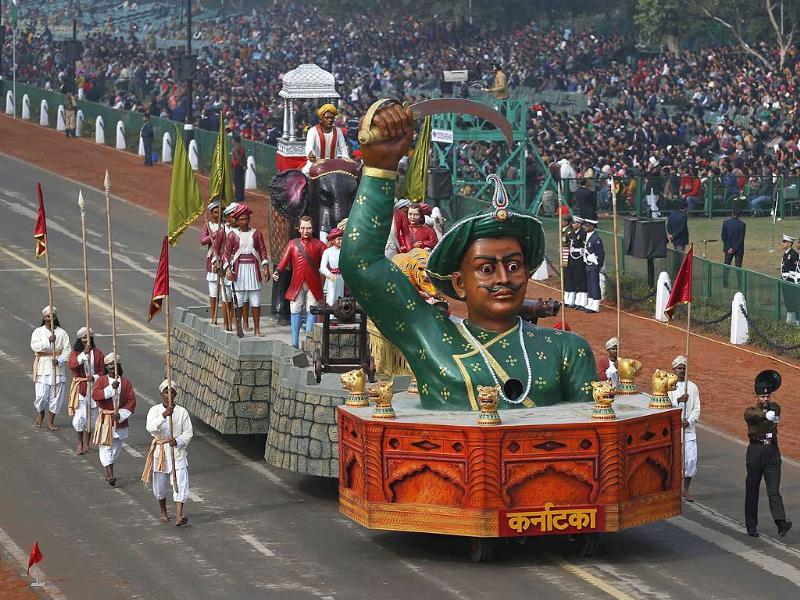 A tableau depicting the might of Indian historical figure Tipu Sultan moves past during full dress rehearsals for the Republic Day parade in New Delhi.(AP photo)