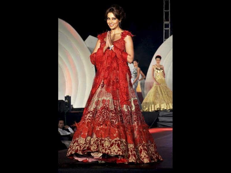 Bongshell Bipasha Basu looked stunning in red as she walked the ramp for designer Rohit Verma in Guwahati. Check out more pics.
