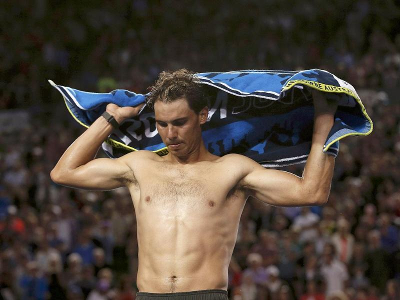 Rafael Nadal of Spain dries himself with a towel during his men's singles semi-final match against Roger Federer of Switzerland at the Australian Open 2014 in Melbourne. (Reuters Photo)