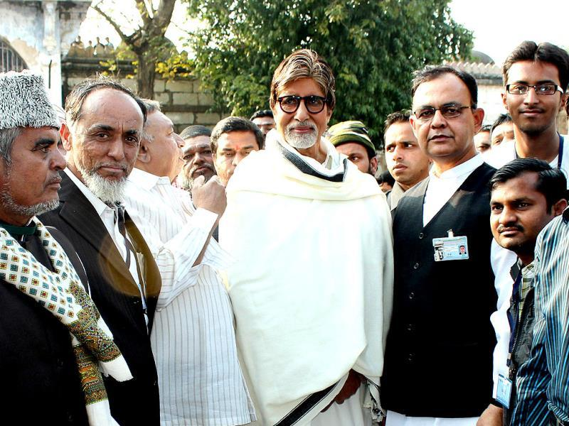 Amitabh Bachchan poses with members of the Sarkhej Roza Committee on his arrival at the ancient Sarkhej Roza in Ahmedabad.