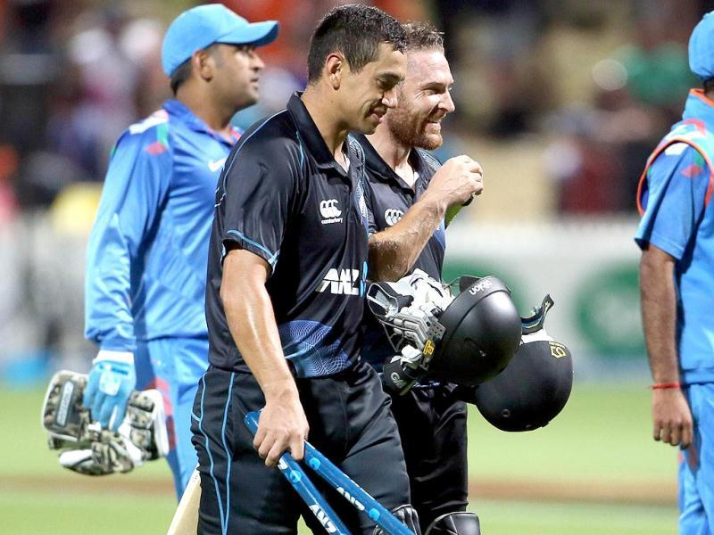 Ross Taylor (2nd L) and Brendon McCullum (3rd L) of New Zealand walk off the field after winning the fourth ODI against India at Seddon Park in Hamilton. (AFP Photo)