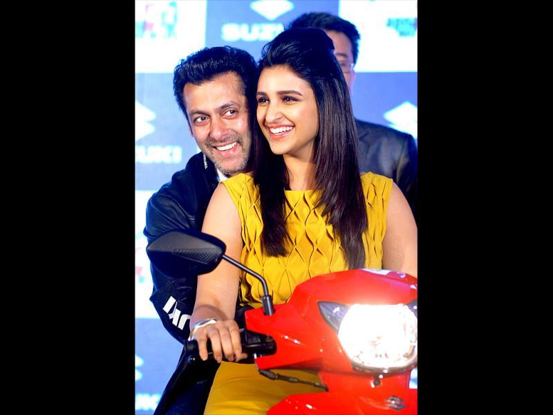 Filmmakers must consider this jodi for their next. Salman Khan and Parineeti Chopra pose together for the launch of two new Suzuki wheelers. Check out more pics.