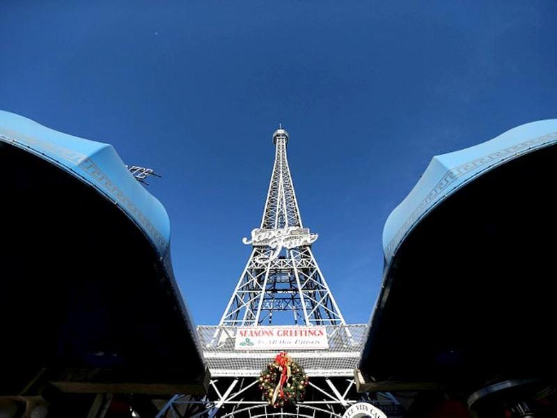 This picture shows a tower resembling Paris's Eiffel Tower in Brisbane.(AFP photo)