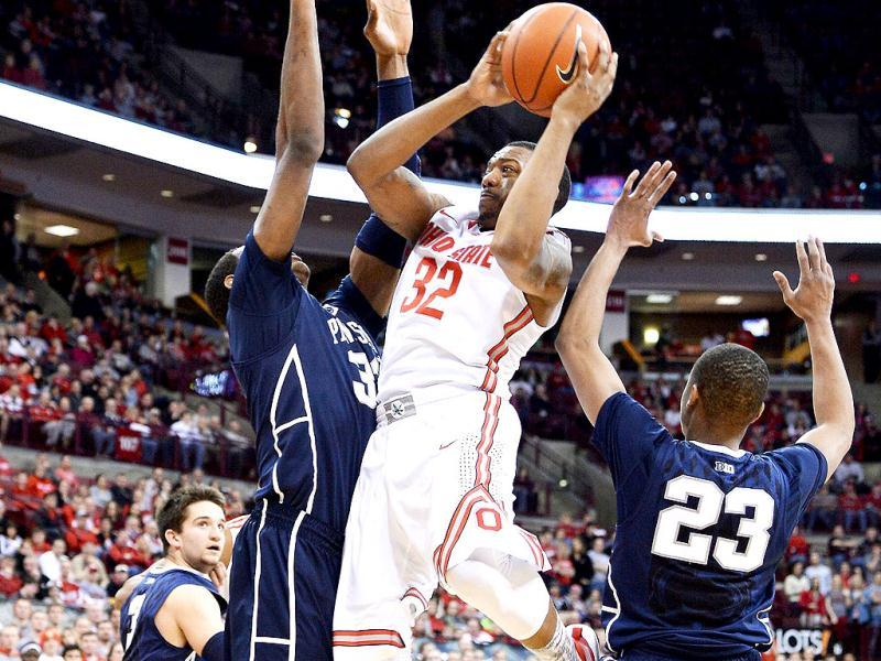 Lenzelle Smith, Jr of the Ohio State Buckeyes splits the defence of Jordan Dickerson and Tim Frazier of the Penn State Nittany Lions at Value City Arena in Columbus, Ohio. (AFP Photo)