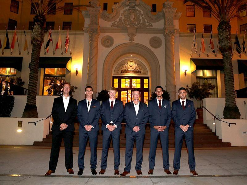 (L-R) The Great Britain Davis Cup team Dominic Inglot, Andy Murray, Kyle Edmund, captain Leon Smith, James Ward and Colin Fleming pose for a photograph before the official team dinner at the El Cortez hotel prior. (AFP Photo)