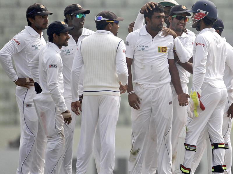 Sri Lanka's fielders congratulate Dilruwan Perera (3rd R) as he dismissed Bangladesh's Mominul Haque successfully during the fourth day of their first Test in Dhaka. (Reuters Photo)