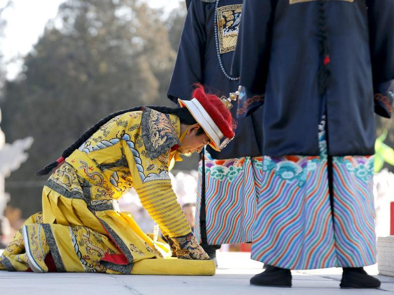 A performer, dressed as a Qing dynasty emperor, bows as he takes part in the re-enactment of the ancient Qing Dynasty ceremony in which emperors prayed for good harvest and fortune, during the opening of the temple fair for the Chinese New Year celebrations at Ditan Park in Beijing. (Reuters photo)